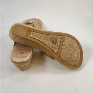 White Mountain Shoes - White Mountain 8 Gold Faux Leather Thongs
